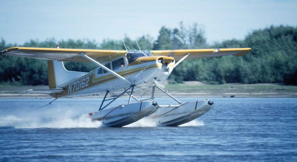 Light_float_plane_aircraft_making_a_landing