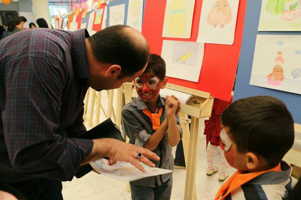 برگزاری نمایشگاه خیریه توسط بنیاد دست های مهربان
